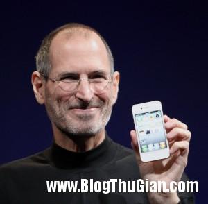 Steve Jobs Headshot 2010 CROP 300x294 10 lời khuyên bổ ích dành cho sinh viên mới ra trường.