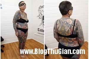 Woman tattoo 1 51fa1 300x202 Người phụ nữ mất 416 giờ đển xăm kín cơ thể