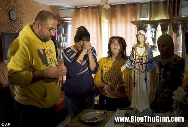 buc tuong duc me do le gay xon xao1 Bức tượng Đức mẹ đứng khóc gây xôn xao dư luận.