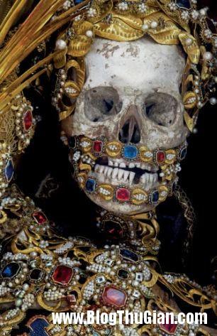cac bo hai cot nam vang da quy 400 nam tuoi Những bộ hài cốt nạp vàng và đá quý 400 năm trước