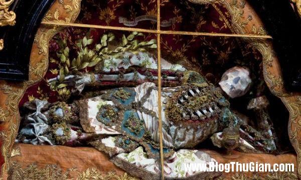 cac bo hai cot nam vang da quy 400 nam tuoi5 Những bộ hài cốt nạp vàng và đá quý 400 năm trước