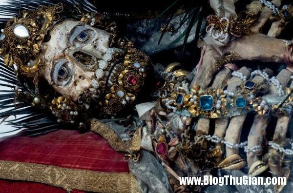 cac bo hai cot nam vang da quy 400 nam tuoi7 Những bộ hài cốt nạp vàng và đá quý 400 năm trước
