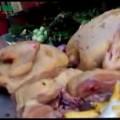 Ôi mẹ ơi hết tẩm chất độc vào thịt lợn nay tới bột sắn vào thịt gà