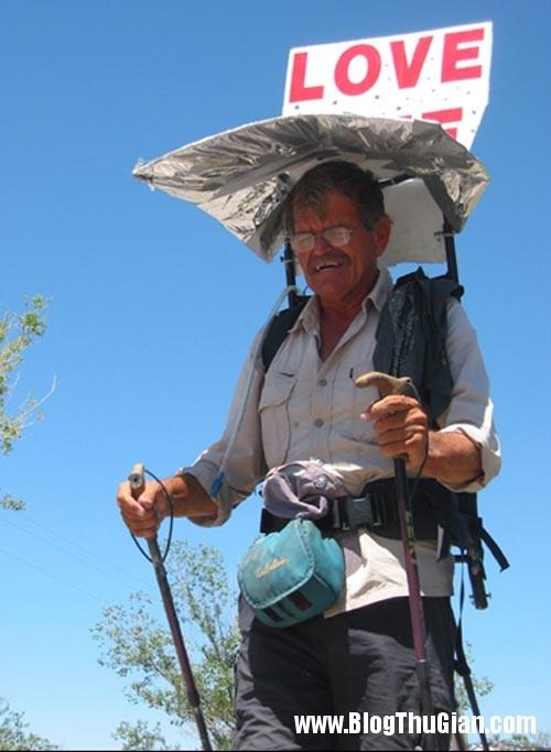 1394262630 fugate62 Người đàn ông đi bộ hơn 55.000km trong 10 năm.