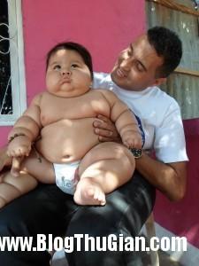 140320 4be 19790 225x300 Bé trai mới 8 tháng với cân nặng lên tới 19,5kg,