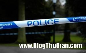 canh sat 300x187 Cảnh sát phong tỏa đường để tìm của quý