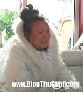nguoi phu nu suot 10 nam ngay nao cung mac vay cuoi1 271x300 Người phụ nữ mặc váy cưới suốt 10 năm