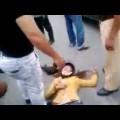 Shock với clip chồng đánh đập dã man vợ ngoài đường