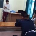 Sinh viên đại học manh động hát tỏ tình cô giáo