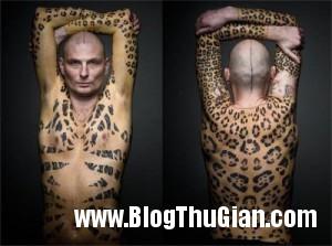 140331 1da 1b4b6 300x223 Người đàn ông bán đấu giá chính làn da của mình