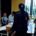 Học sinh bật lại cô giáo…riết rồi cả thầy và trò cũng chẳng ra cái thể thống gì cả.