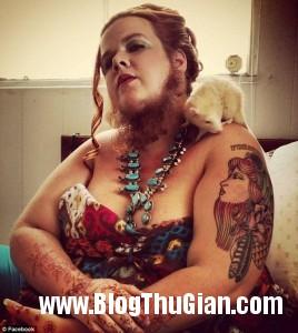 rau1 15d52 268x300 Người phụ nữ có bộ râu dài gần 30cm
