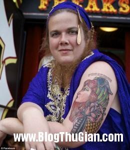 rau2 15d52 260x300 Người phụ nữ có bộ râu dài gần 30cm