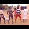 Tre em Châu Phi quẩy giữa đường chất vl :))))
