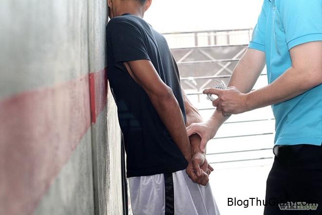 cum tay Cắt đầu một bé trai vì tin làm như thế sẽ giúp cho những đứa con khỏi bệnh