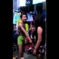Đắng lòng hot girl đi mua đồ chỉ mặc thử mà bị chủ tiệm đánh te tua