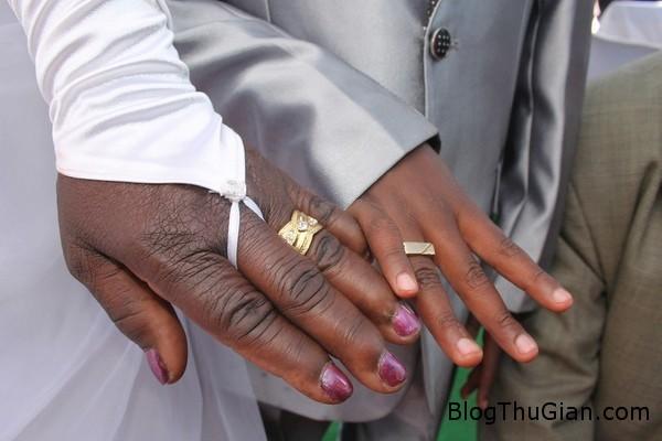 140419 3cuoi 22e14 Đám cưới kỳ lạ giữ cô dâu 62t và chú rể 9 tuổi