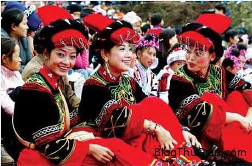 1406619078 1406604408 chuyen la 4  Tục được sờ lên ngực thiếu nữ trong tháng 7 ở Trung Quốc