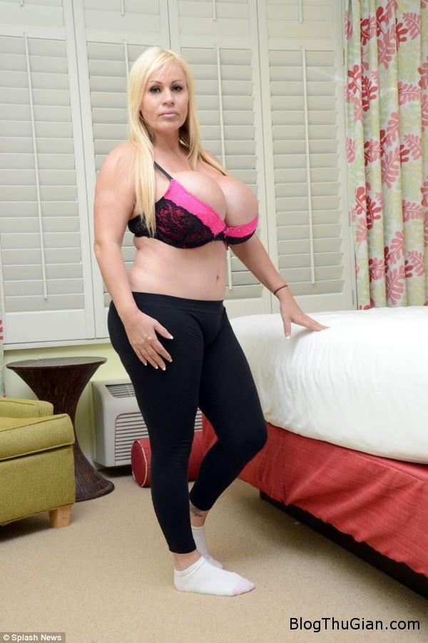 140702 2bupbe f0261 Bà mẹ 6 con nghiện phẫu thuật thẫm mỹ để trở thành búp bê sống