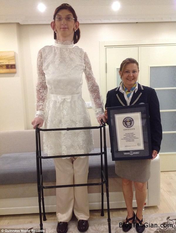 140710 1co 5ac53 Cô gái 17 tuổi lập kỷ lục thế giới về chiều cao khủng 213,6cm
