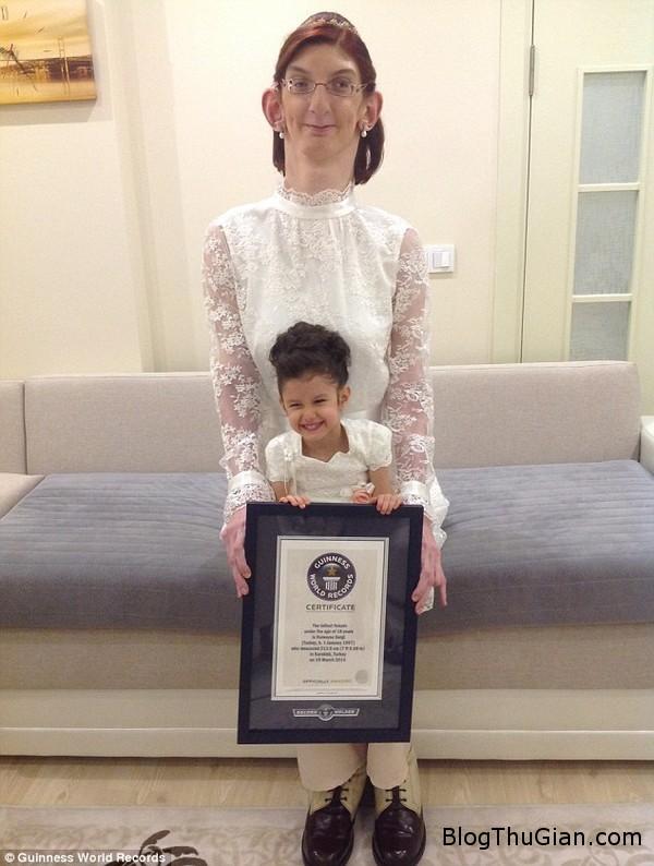 140710 2co 5ac53 Cô gái 17 tuổi lập kỷ lục thế giới về chiều cao khủng 213,6cm