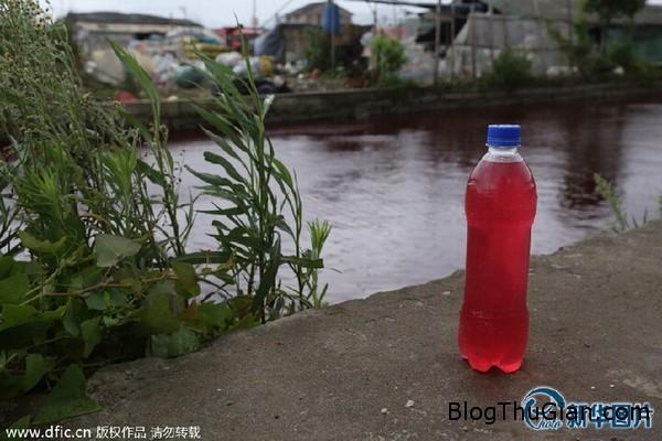 140725 2song e4fba Phát hoảng khi nước con sống đột nhiên chuyển sang màu đỏ như máu