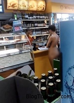Naked shopper 1 fc8ec Thiếu nữ ngang nhiên khỏa thân mua sắm trong siêu thị