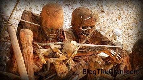 corpse3 1d2b4 Rùng mình với tục hun khói người chết của tộc người Anga