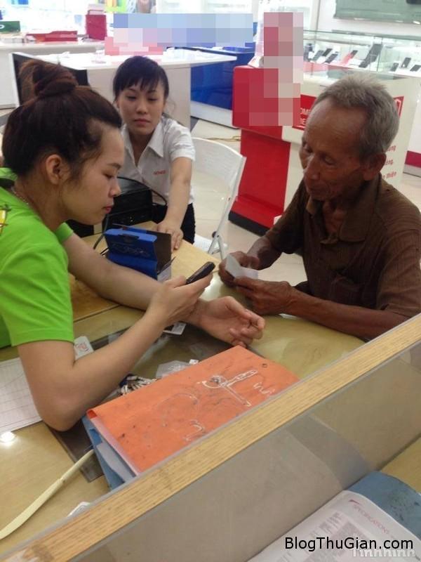 cu ong 84 tuoi dap xe 220km de bao hanh dien thoai2 Cụ ông 84 tuổi vượt hơn 200km để bảo hành điện thoại 200k