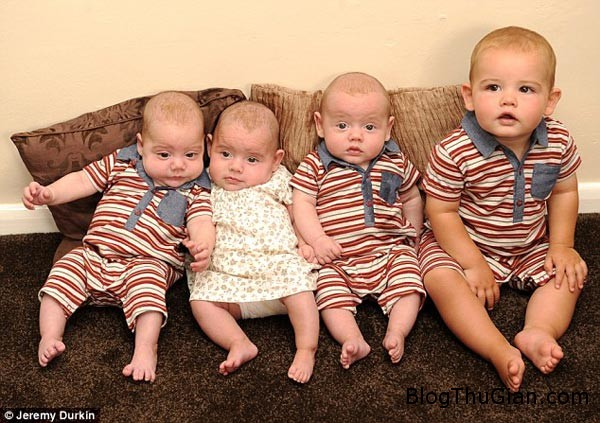 1 d53f3 Bốn đứa trẻ được sinh trong thời gian 9 tháng