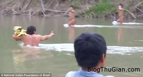 1406966770 1406943934 chuyen la 2  Bộ lạc Amazon bị đuổi ra khỏi nơi sinh sống.
