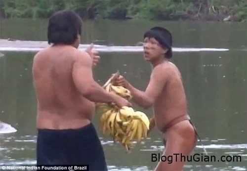 1406966770 1406943934 chuyen la 3  Bộ lạc Amazon bị đuổi ra khỏi nơi sinh sống.