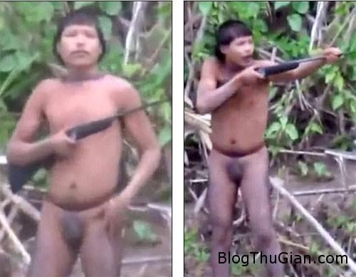 1406966770 1406943934 chuyen la 4  Bộ lạc Amazon bị đuổi ra khỏi nơi sinh sống.