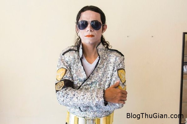 140807 1mi 4f255 Tự tiêm axit vào mặt để giống thần tượng Michael Jackson