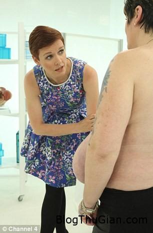 140808 2pt a7a37 Đau đớn vì bộ ngực phát triển bất ngờ tăng 9 size chỉ trong vòng 2 năm
