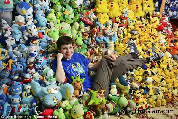 1408615261160 wps 8 EXCLUSIVE WELWYN GARDEN C bcf44 Bộ siêu tập Pokemon khổng lồ của cô gái trẻ 26 tuổi