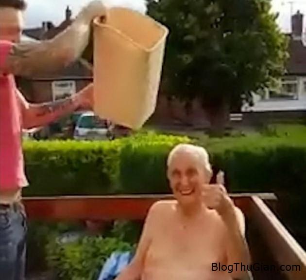 3 3ee27 102 tuổi vẫn quyết định tham gia trì chơi Ice Bucket Challenge
