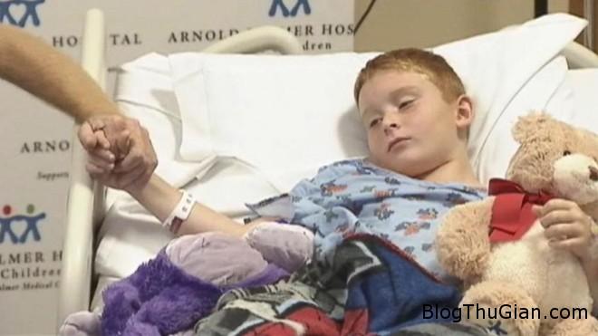 ABC james barney jr 1 jt 140809 16x9 992 Cậu bé 9 tuổi dũng cảm chiến đấu với cá sấu dài gần 3m