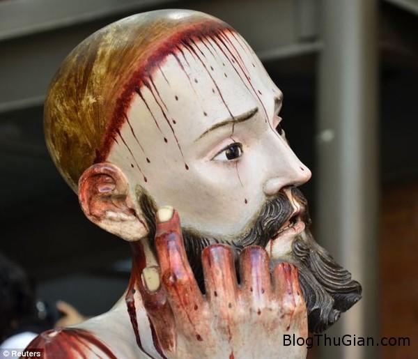 article 2720600 2061FD7700000578 55 634x544 1cf04 Bức tượng Chúa Giê su từ thế kỷ 18 gây chú ý bởi có 8 chiếc răng thật bên trong.