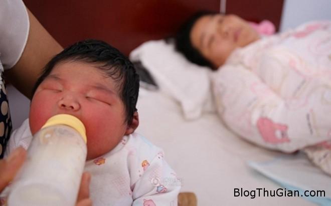 zing besosinhkhonglo1 Một bé trai vừa chào đời có khối lượng khổng lồ lên tới 6,3kg