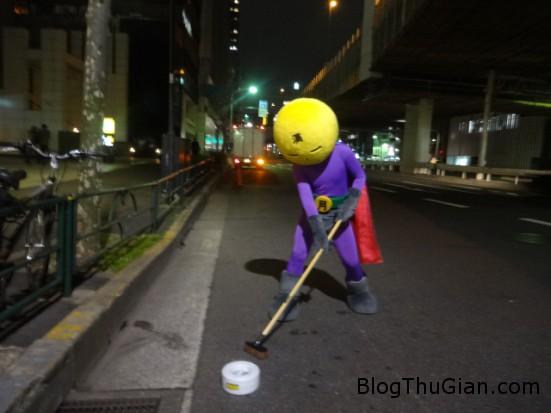 140904 1quet 25e02 Xuất hiện siêu nhân làm sạch đường phố ở Nhật