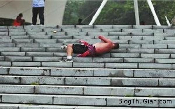 140918 1matxa fcae1 Rèn luyện sức khỏe bằng cách lăn bậc thang