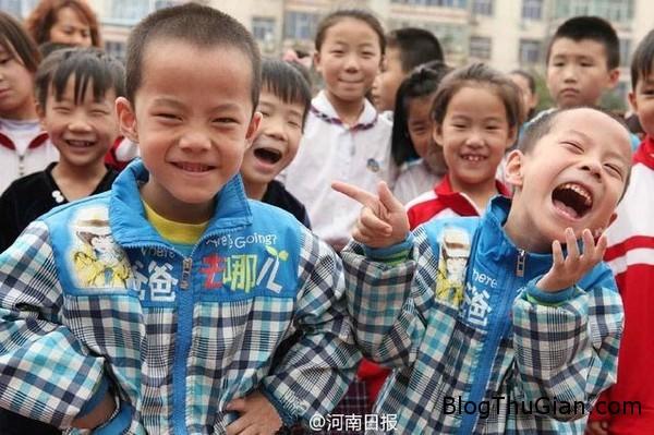 140926 2truong 709f3 Ngôi trường đặc biệt có tới 32 cặp song sinh theo học