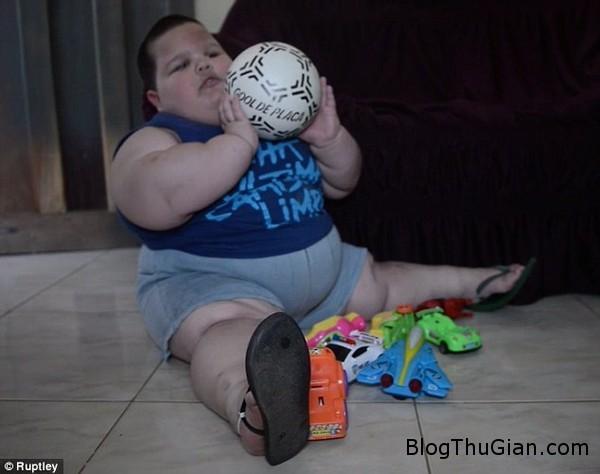 140929 1be 31103 Bé trai mới 3 tuổi đã nặng 70kg
