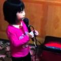 """Bé 3 tuổi hát """" Bạc trắng lửa hồng """" siêu cute"""