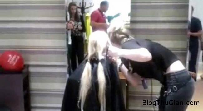 cong chua toc dai hy sinh 60cm toc de ung ho benh nhan ung thu1  Công chúa tóc dài  đời thực hy mái tóc mình vì bệnh nhân ung thư