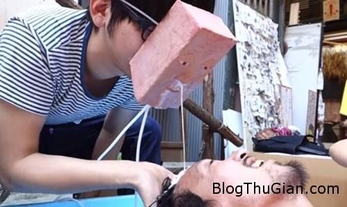mat na goi dau doc nhat vo nhi cua mot anh chang nguoi nhat Háo hức với dịch vụ gội đầu bằng… nước mũi ở Nhật