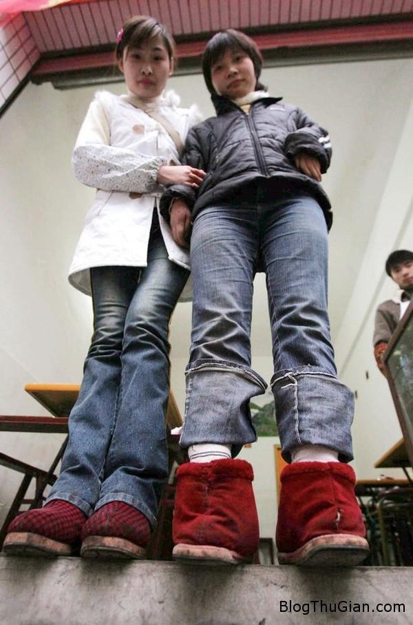 141006 2chan e5111 Người phụ nữ có đôi bàn chân ngược