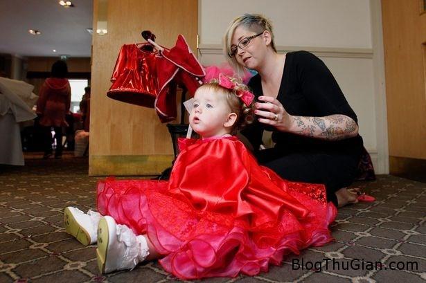 2 d15e8 Chi hơn 5.000 bảng anh cho con gái 19 tháng tuổi đi thi hoa hậu