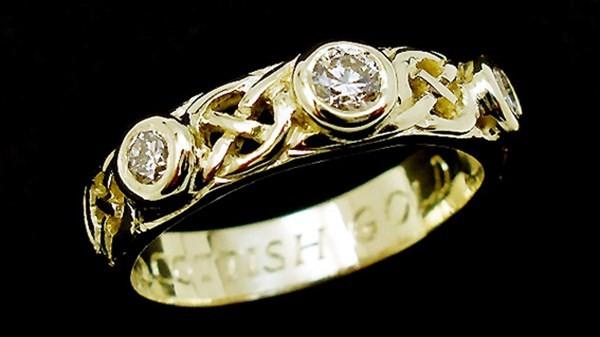 chang trai rong ra dai vang lam nhan cuoi3 Dành 18 tháng để tìm vàng làm nhẫn cho vị hôn thê
